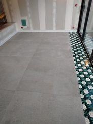 Perfect Cérame - Nantes - Réalisation de sol grand format avec décor carreau ciment.